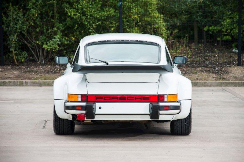 На аукционе продан Porsche 1986 г. в. с пробегом всего 743 км 5
