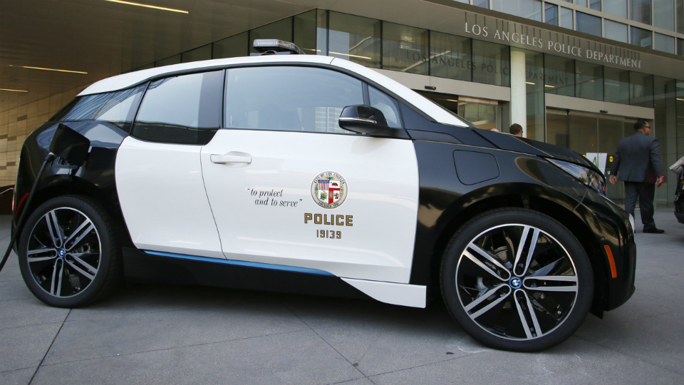 Автопарк полиции пополнят 100 электромобилями BMW i3 2