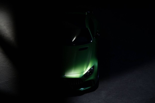 Компания Mercedes-Benz опубликовала официальные тизеры AMG GT R 1