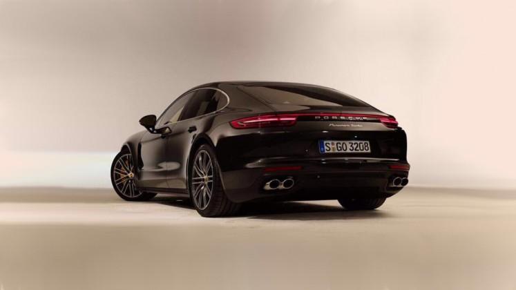 Porsche Panamera Turbo рассекретили до официальной премьеры 2