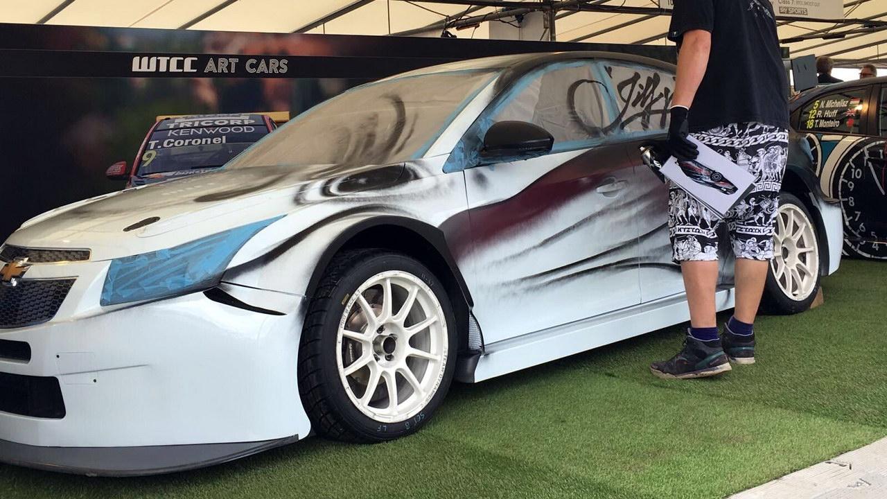 Дизайнеры креативно раскрасили автомобили 3