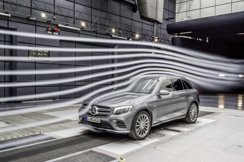 Mercedes-Benz представит концепт электрического кроссовера 1