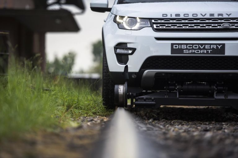 Land Rover Discovery Sport протянул поезд массой 100 тонн 1