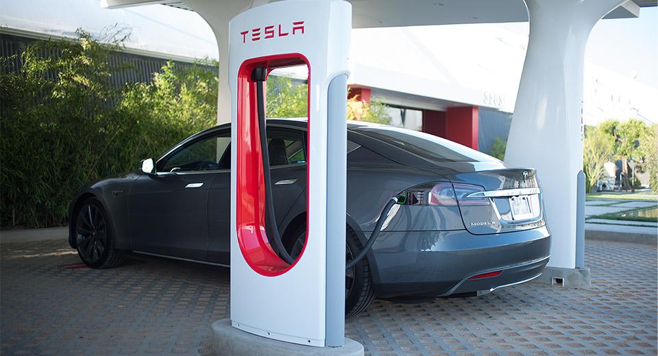 Владельцы электромобилей в Украине «получат подарок» от марки Tesla 1
