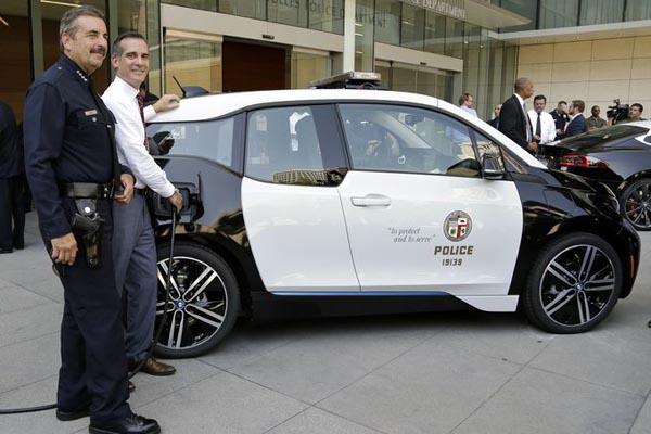 Американские копы пересядут на электрокары BMW 2