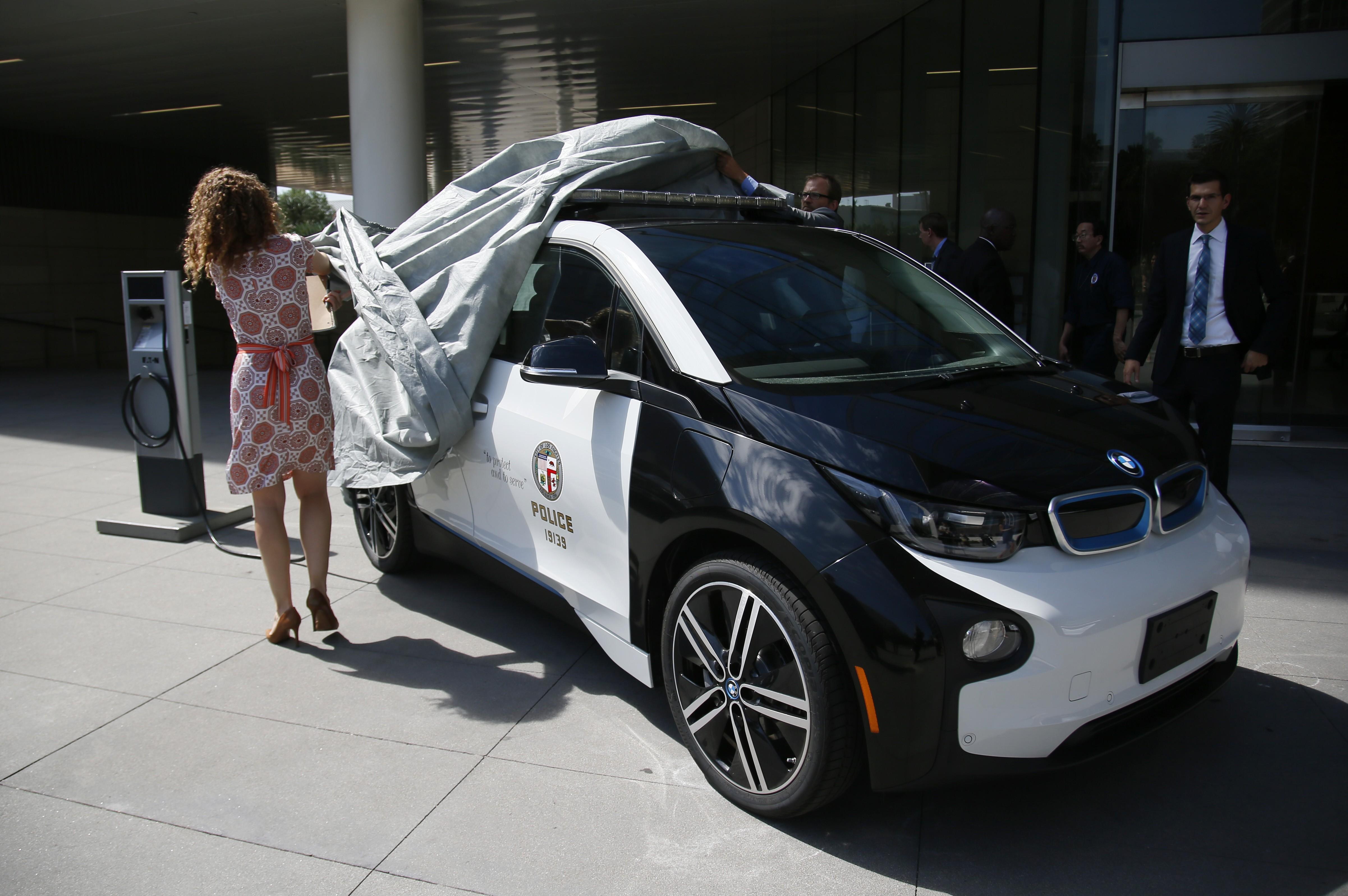 Американские копы пересядут на электрокары BMW 1