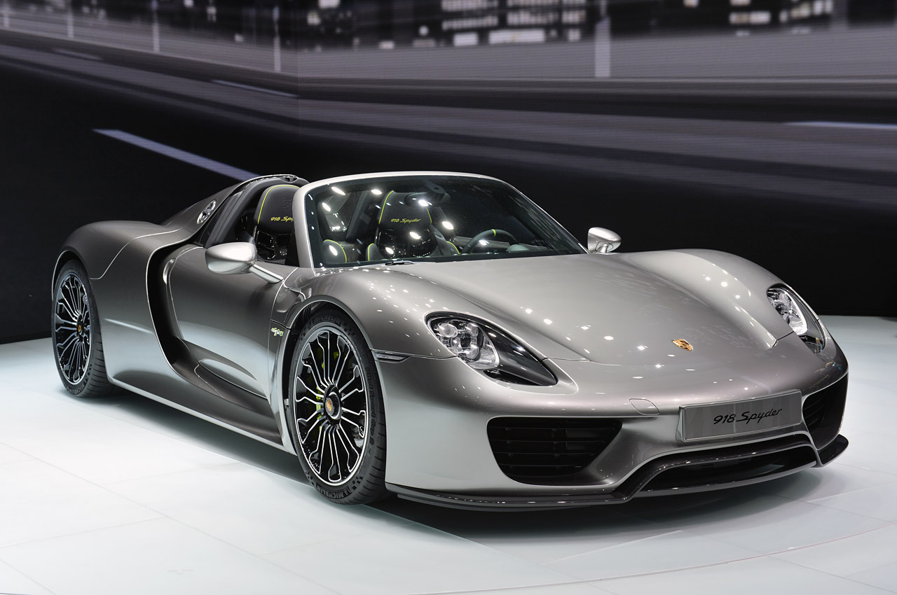 Porsche 918 стоимостью $1,7 млн. угнали прямо из салона 1