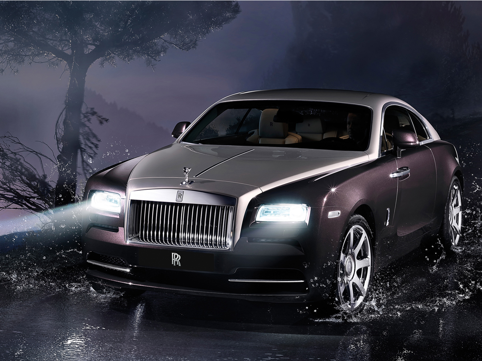 Роскошный Rolls-Royce исчез с парковки 1