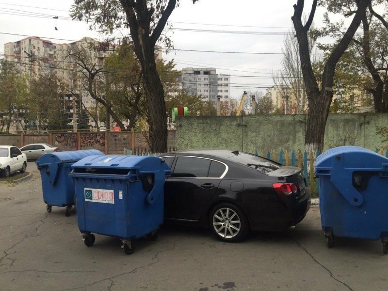 Небезразличные жители Одессы «проучили» героя парковки 2