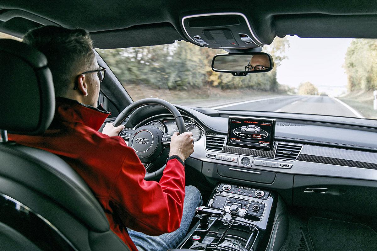 «Мощнее некуда»: тест-драйв Audi S8 3