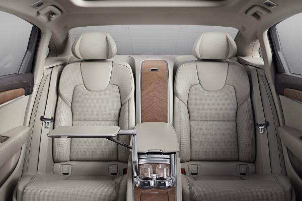 Volvo предлагает модель без переднего сидения 3