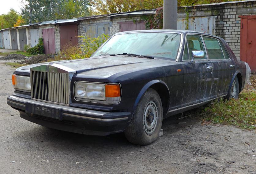 В украинском гараже нашли Rolls-Royce «из 90-х» 1