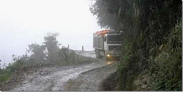 Самая «опасная» автомобильная дорога в мире 3