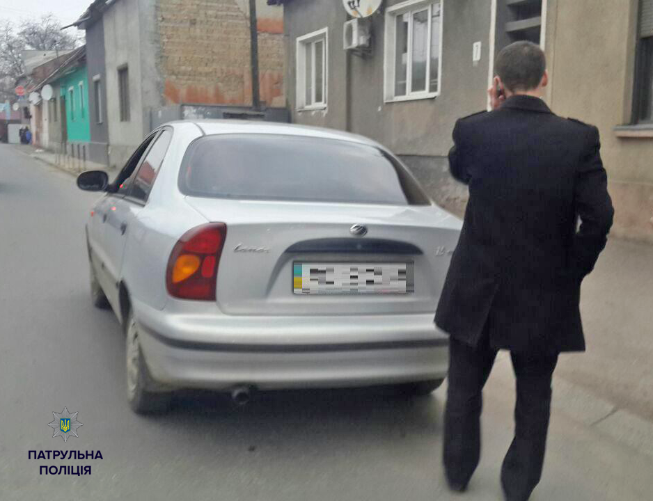 Полицейские задержали ехавшего за рулем пьяного прокурора 2
