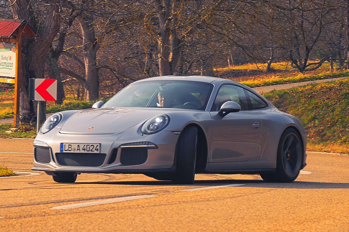 «Автомобиль-невидимка»: тест-драйв Porsche 911R 7