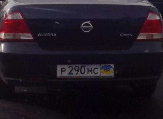 «Таинственный патриот» или кто в Крыму заклеивает номера с флагом РФ 1