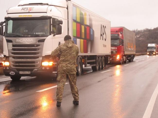 «Активисты» перекрыли «фурам из РФ» дорогу в Украину 2