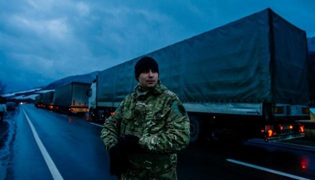 «Активисты» перекрыли «фурам из РФ» дорогу в Украину 3