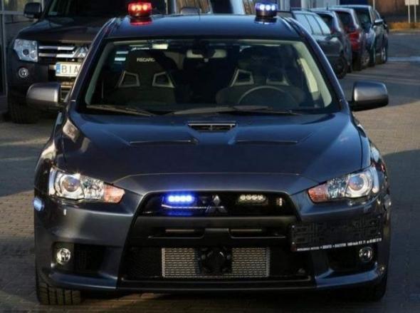 TOP-5 полицейских машин, «работающих под прикрытием» 3