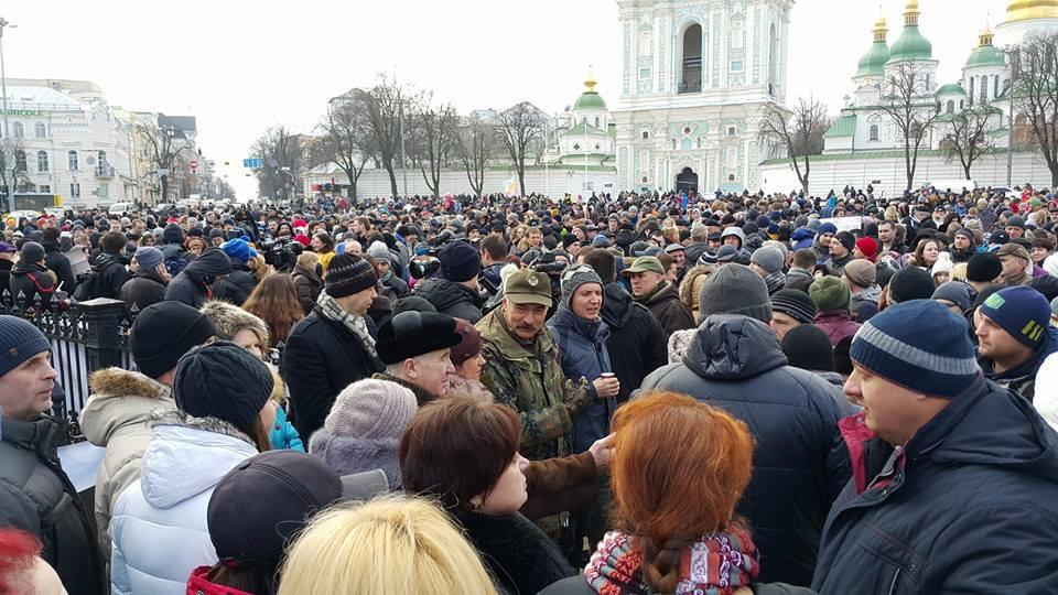 Украинцы проводят митинги в защиту полицейского, застрелившего пассажира БМВ 1