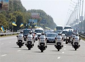 Жители Украины пишут петиции о запрете «автомобильных кортежей» 1
