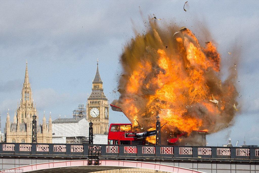 В центре Лондона взорвался двухэтажный автобус 1