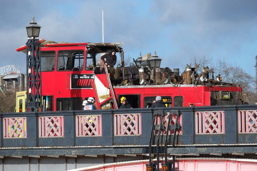 В центре Лондона взорвался двухэтажный автобус 2