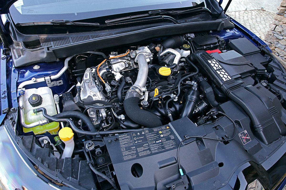 «Компактный и притягивающий восторженные взгляды»: тест-драйв Renault Megane GT 6