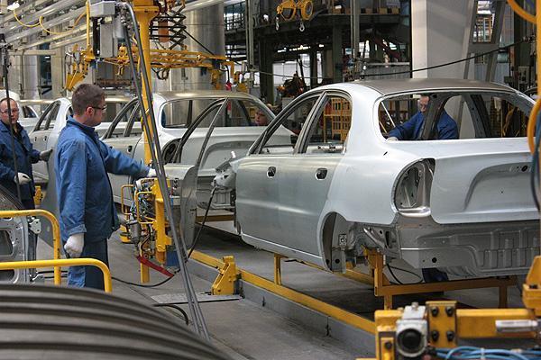 В январе этого года 7 из 10 автомобильных заводов остановило производство 1