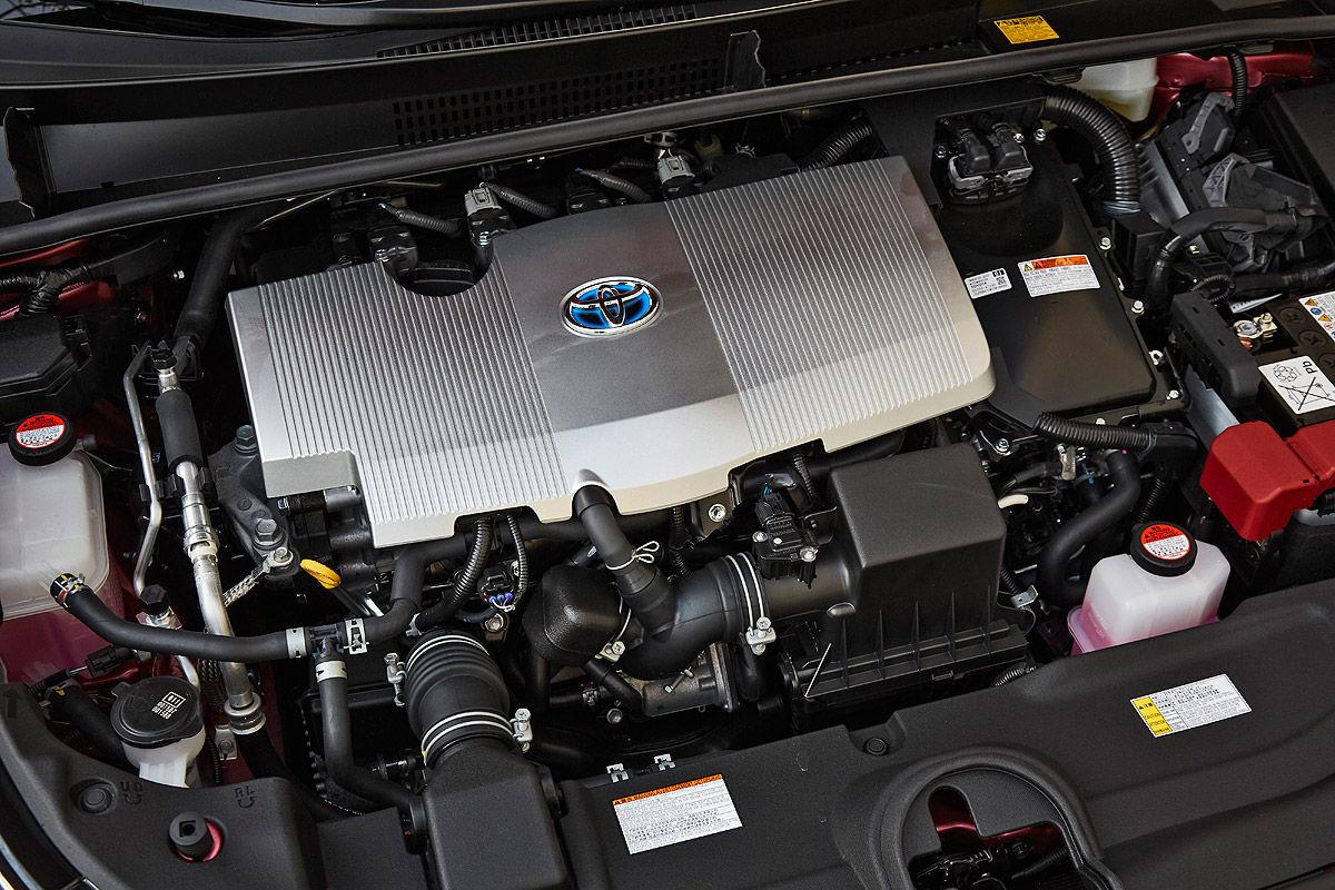 «Она способна поразить каждого»: тест-драйв новой Toyota Prius 6