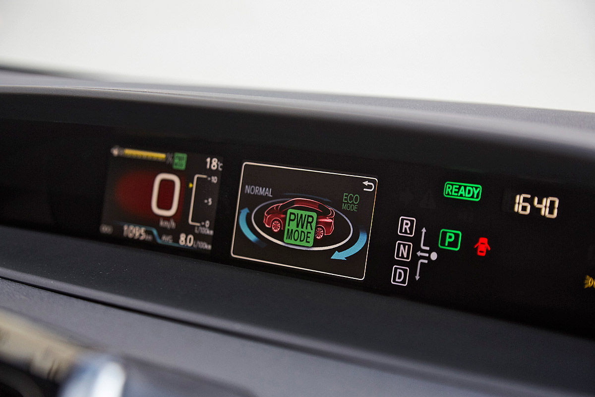 «Она способна поразить каждого»: тест-драйв новой Toyota Prius 5