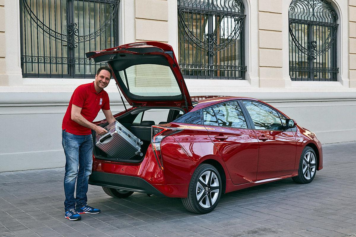 «Она способна поразить каждого»: тест-драйв новой Toyota Prius 3