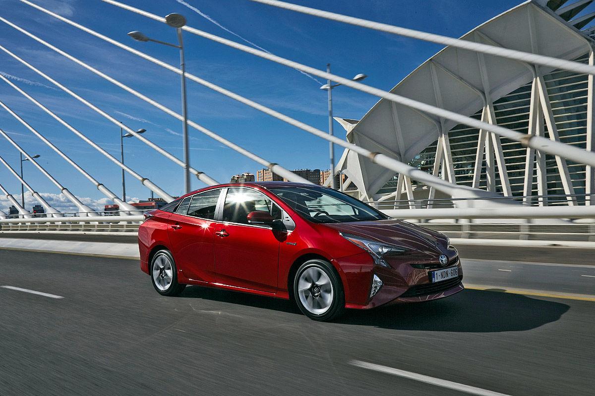 «Она способна поразить каждого»: тест-драйв новой Toyota Prius 1