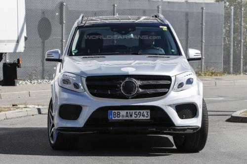 СМИ впервые заметили 2016 Mercedes-Benz GLS  1