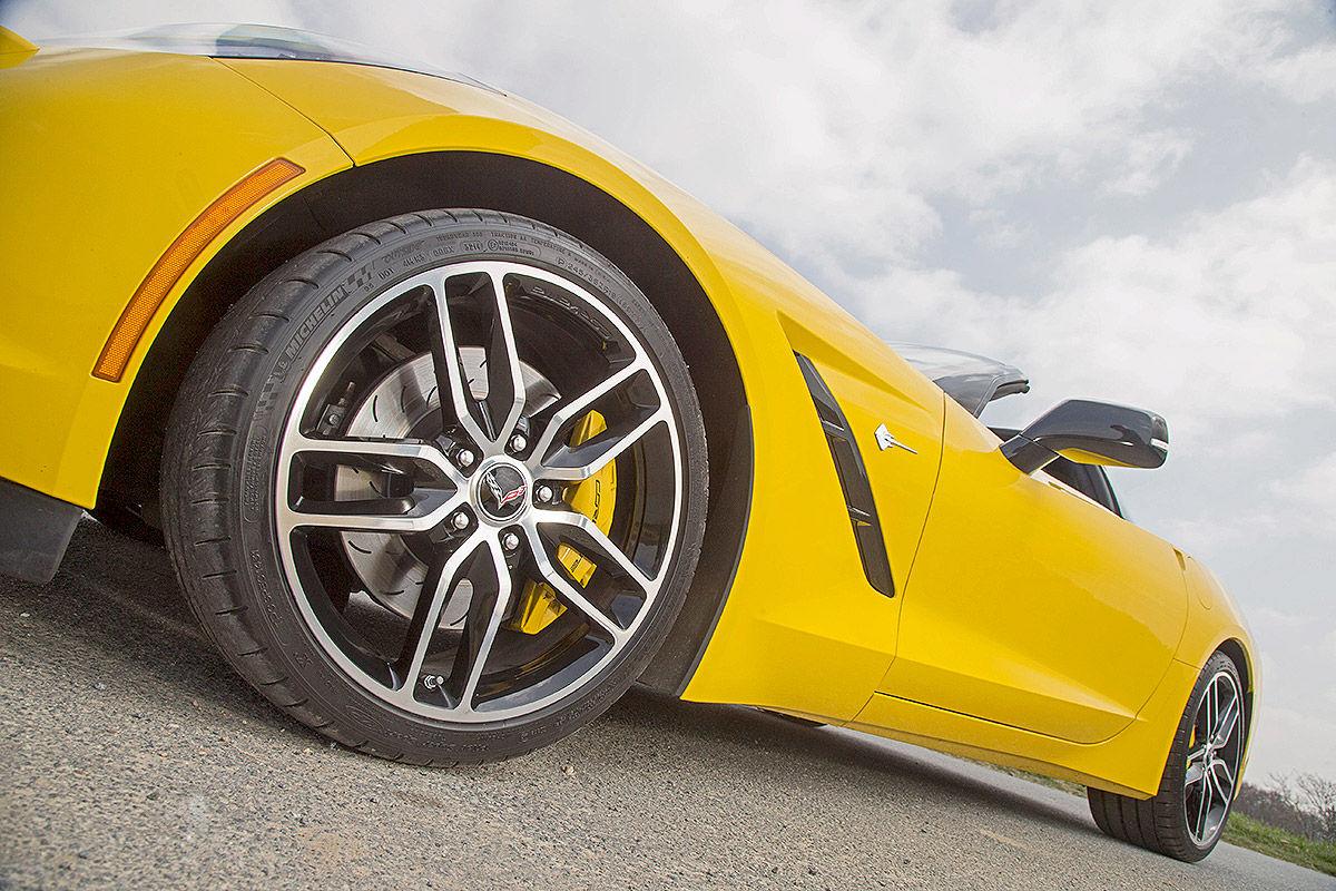 Сравнительный тест-драйв Porsche 911 Targa 4 GTS и Chevrolet Corvette Stingray 3