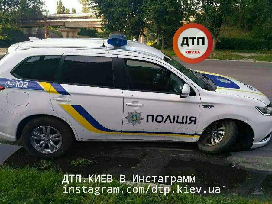 Полицейские разбили новенький Mitsubishi: что скажет Аваков? 1