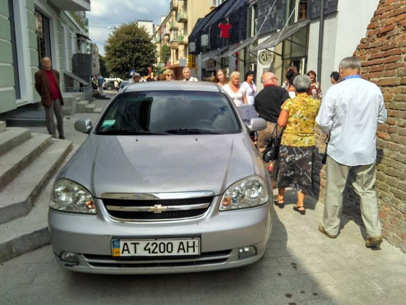 В Ивано-Франковске объявился «Герой парковки Дня Независимости» 1