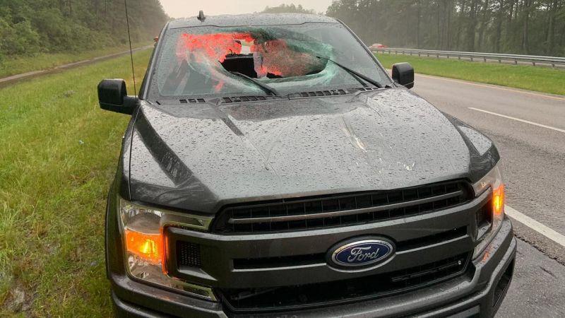 «Молния» насквозь пробила пикап Ford 1