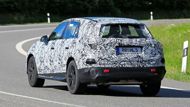 В сети показали новые фото обновленного кроссовера Mercedes-Benz GLC 2022 года 2