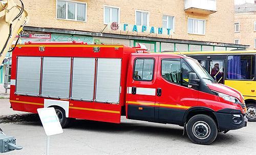 В Украине выпустили новый пожарный автомобиль 1