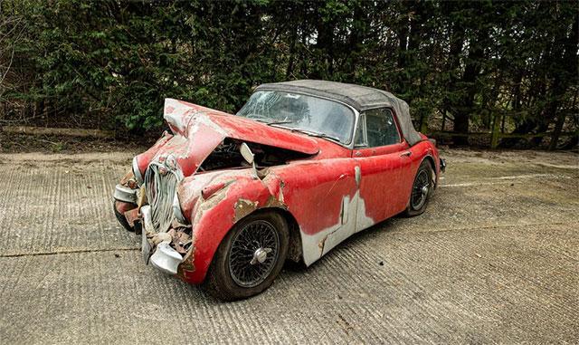 Разбитый 25 лет назад автомобиль продали на аукционе за 130тыс. долларов 2