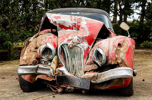 Разбитый 25 лет назад автомобиль продали на аукционе за 130тыс. долларов 1