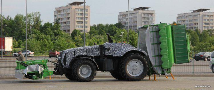 В Минске показали первый белорусский беспилотный трактор 2