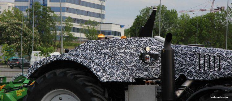 В Минске показали первый белорусский беспилотный трактор 3