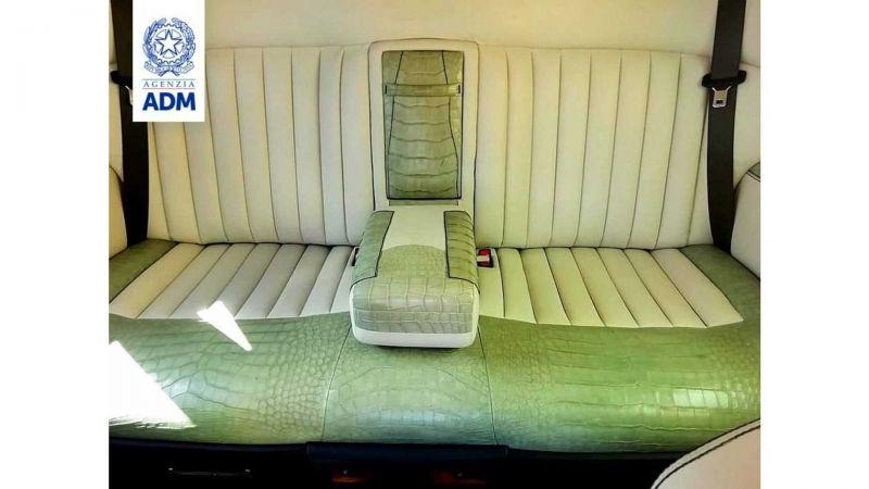 Итальянские правоохранители конфисковали Rolls-Royce Phantom из России, из-за нелегальной отделки его салона 1