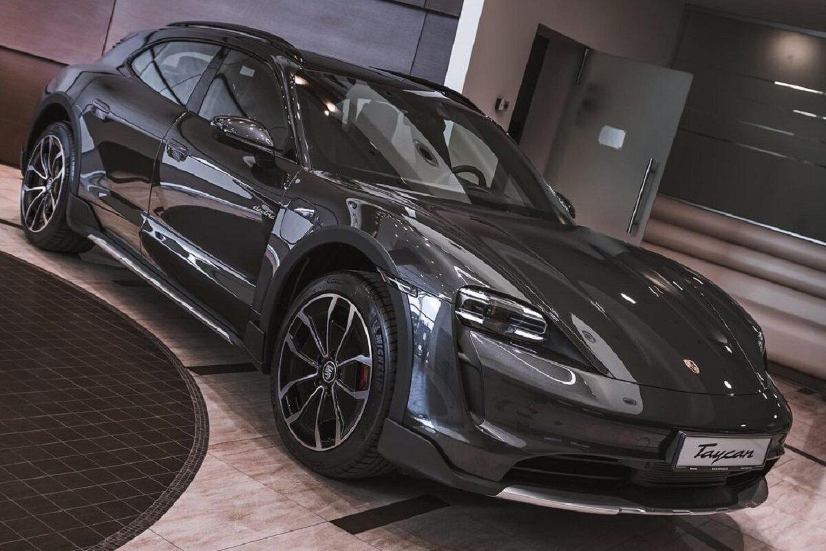 В Украину прибыл первый электрический кроссовер Porsche 1