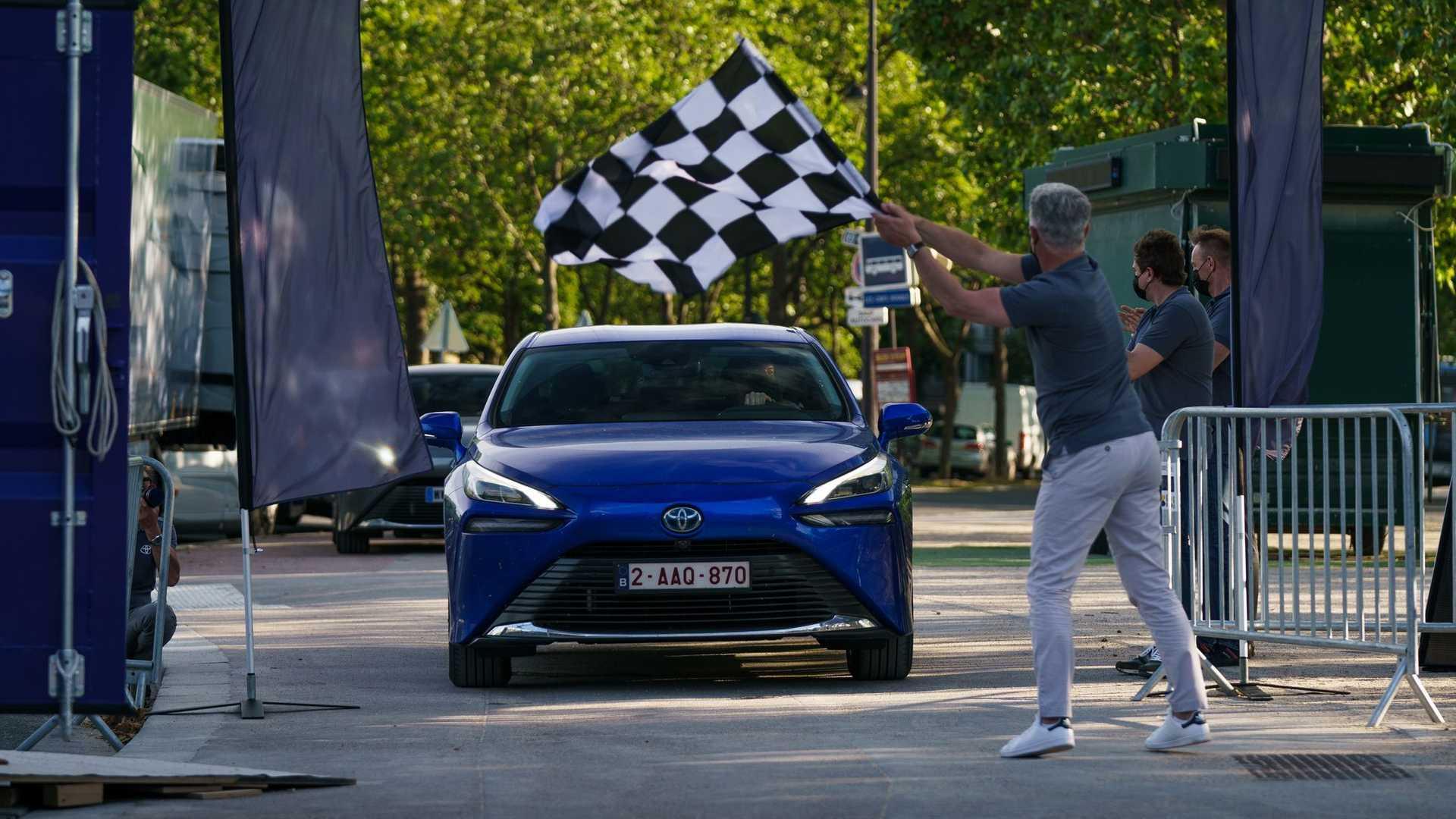 Седан Toyota установил новый мировой рекорд пробега на водороде  1