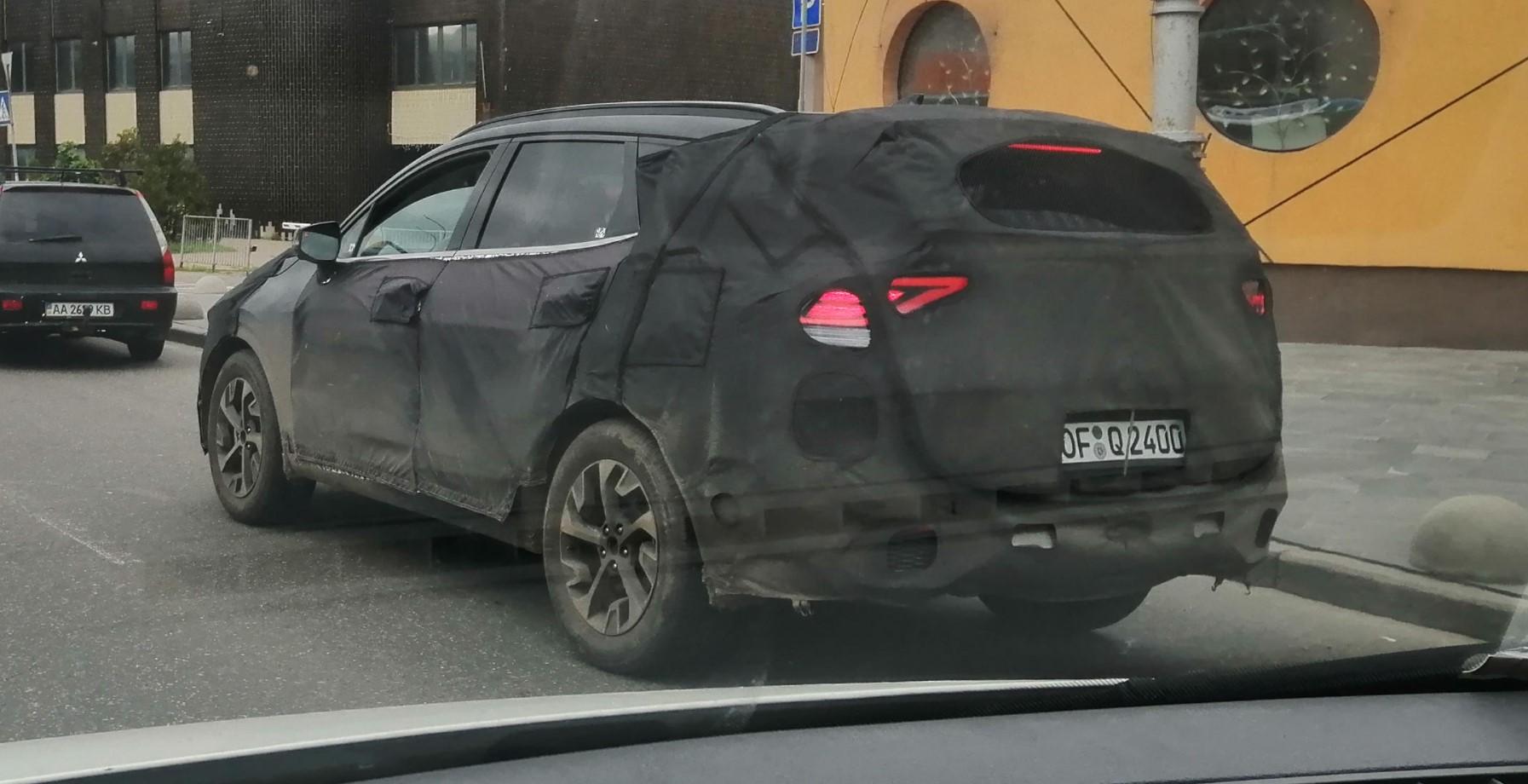 В Киеве в полном камуфляже заметили Kia Sportage пятого поколения  3