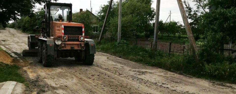 Жители Волыни ремонтируют дороги за свои деньги (видео) 1