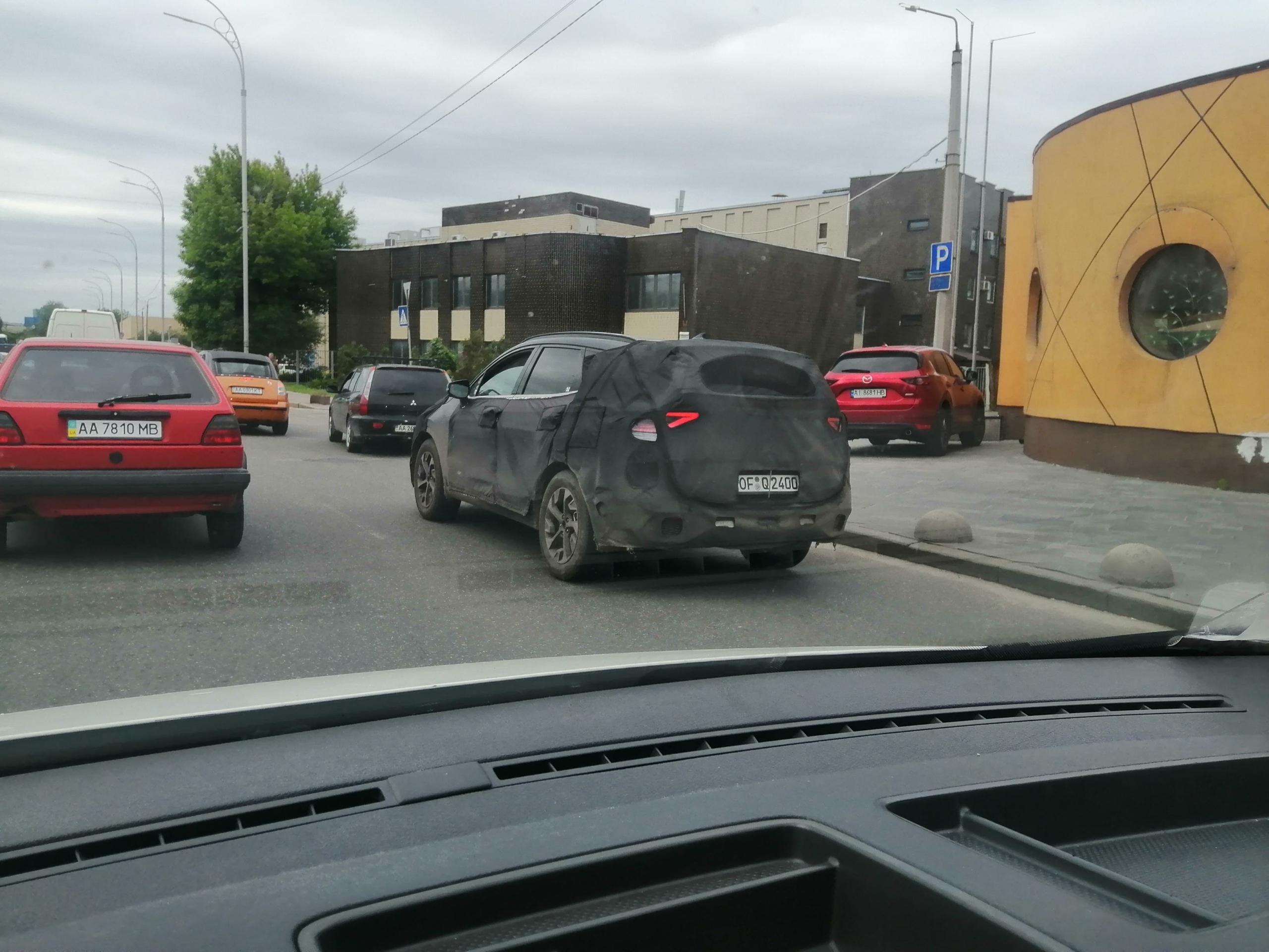 В Киеве в полном камуфляже заметили Kia Sportage пятого поколения  1